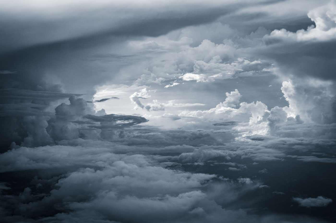Freiheit, Himmel, Luftaufnahme, Natur & Landschaft, Organe - Macht, Politik, Umwelt, Wolken, clouds, freedom, monochrome colored, silence, sky, stillness